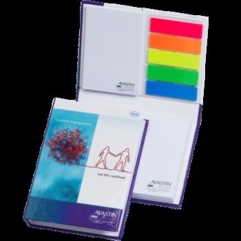 Zelfklevende memoblokken en pagemarkers in boekvorm