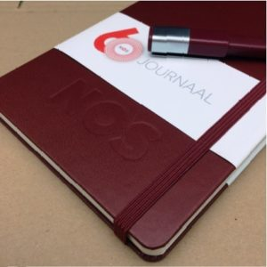 moleskine-notitieboek-bordeaux-rood-nos-logo