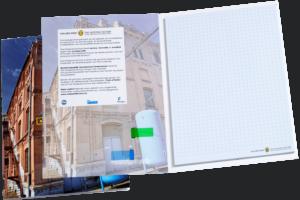 Schrijfblok in omslag met pagemarkers in kaft