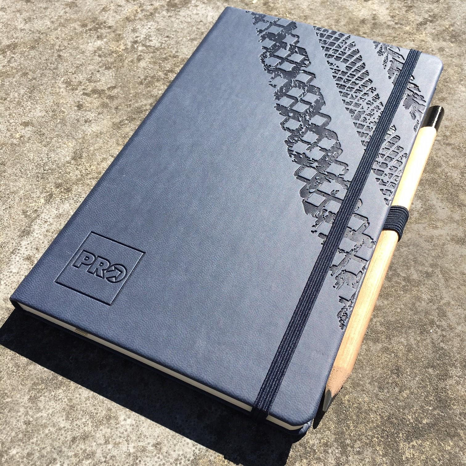 Castelli Soft Touch boek donkerblauw met preeg