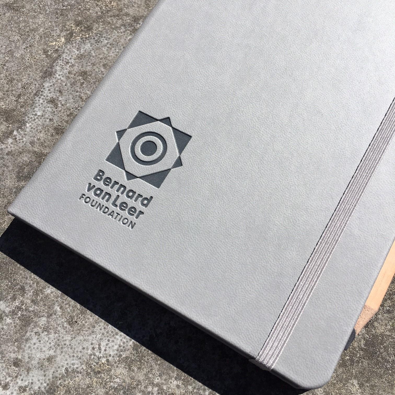 Castelli Soft Touch Grijs met logo blinddruk