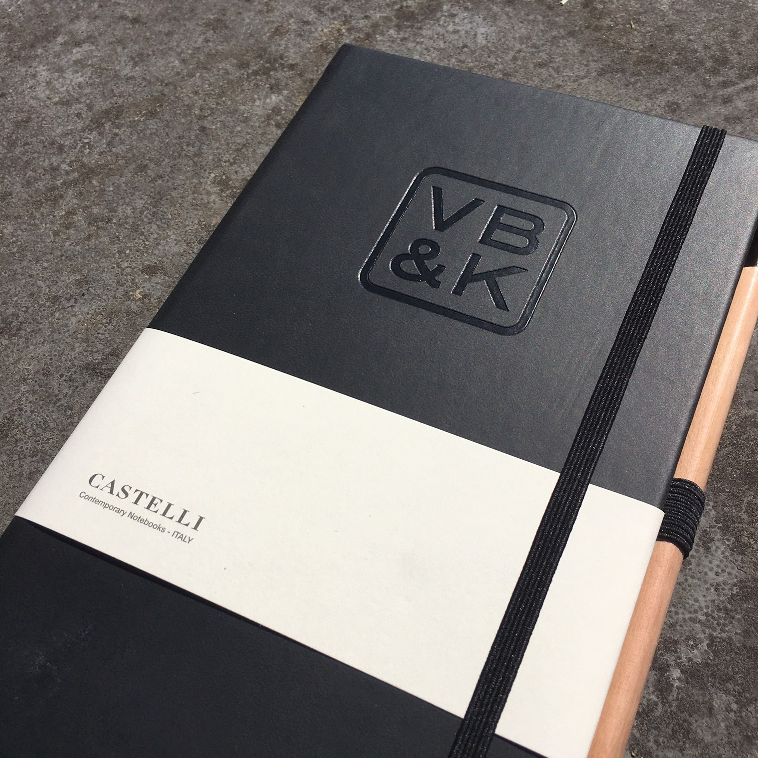 Castelli notitieboek zwart met preeg the notepad factory